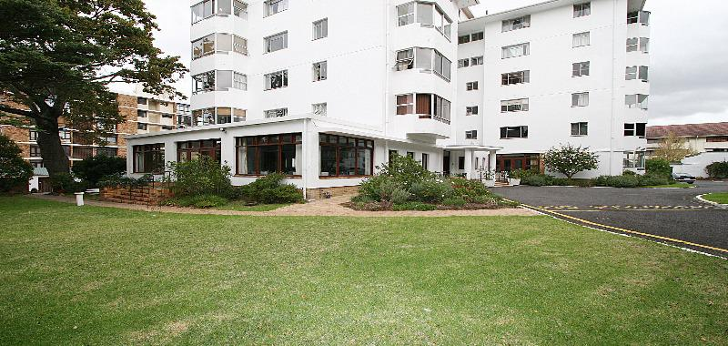 Apartment / Flat For Sale in Rondebosch, Cape Town