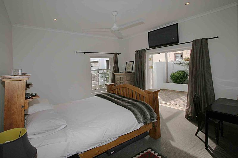 Property For Sale in Franschhoek, Franschhoek 10