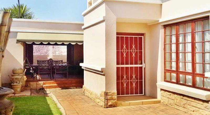 Property For Sale in Lonehill, Sandton 10