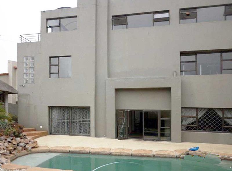 Property For Sale in Northcliff, Johannesburg 9