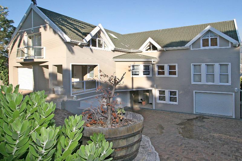 Property For Rent in Tamboerskloof, Cape Town 2
