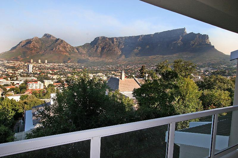 Property For Rent in Tamboerskloof, Cape Town 14