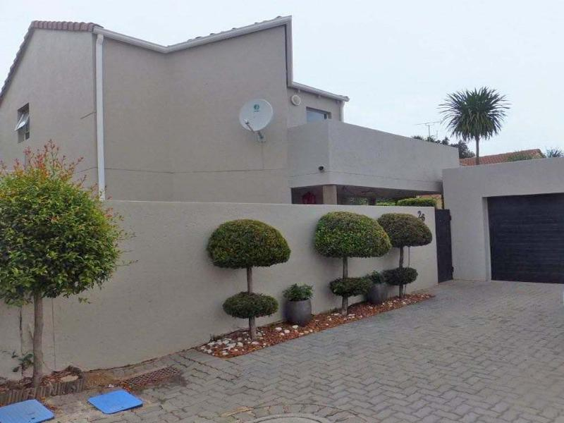 Cluster House For Sale in Sunninghill, Sandton