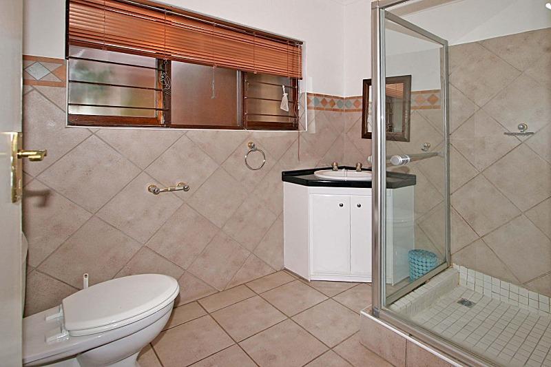 Property For Rent in Hurlingham Manor, Sandton 9