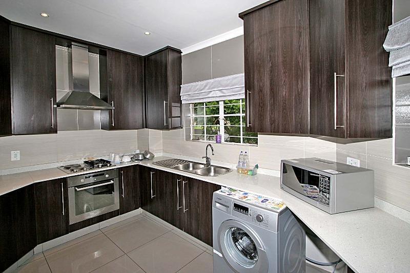 Apartment / Flat For Rent in Houghton Estate, Johannesburg