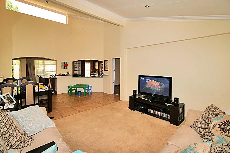 Property For Sale in Magaliessig, Sandton 9