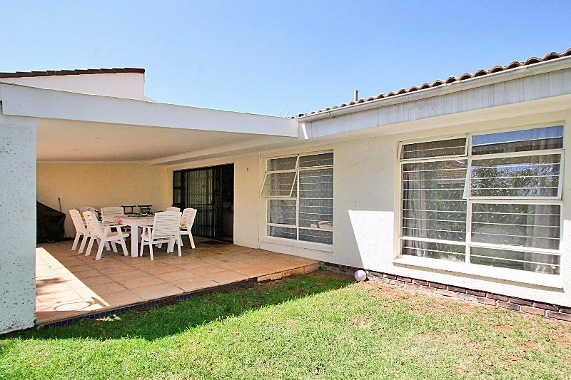 Property For Sale in Magaliessig, Sandton 11