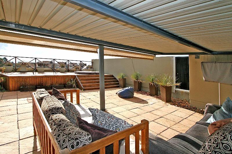 Property For Rent in Houghton, Johannesburg, Houghton 2